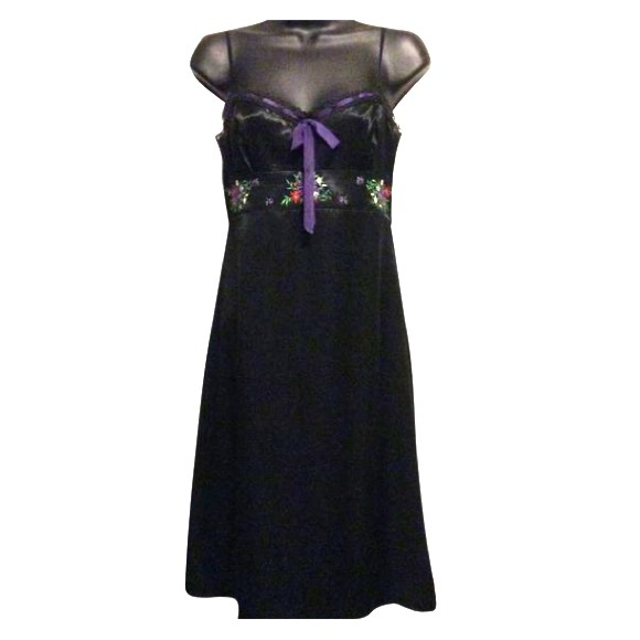 Laundry By Shelli Segal Dresses & Skirts - Laundry by Shelli Segal Silk Embroidered Dress